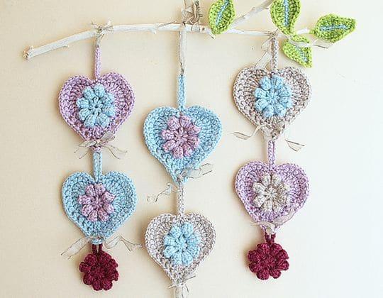 Crochet HEARTS WALL HANGING ON A LIMB Free Pattern