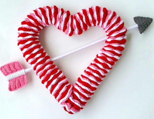 Crochet VALENTINE'S DAY WREATH Free Pattern