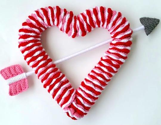 Crochet VALENTINE'S DAY WREATH Free Pattern