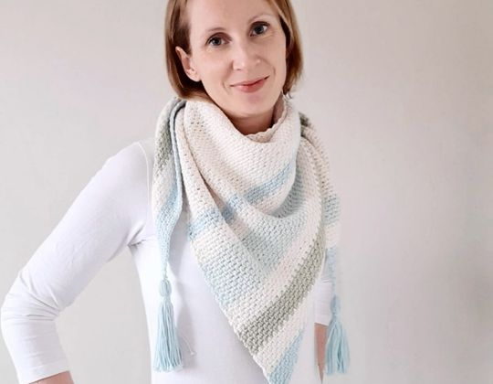 Crochet Forget Me Not Shawl free pattern