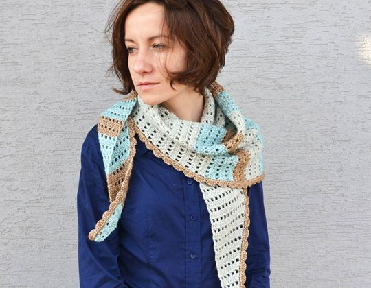 Crochet Windy Morning Shawlette free pattern