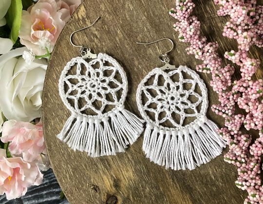 Crochet Dreamcatcher Earrings free pattern