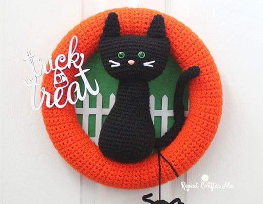 Crochet Halloween Black Cat Wreath free pattern - Crochet Pattern for Halloween